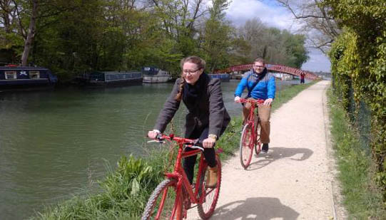 Cycling along river Thames